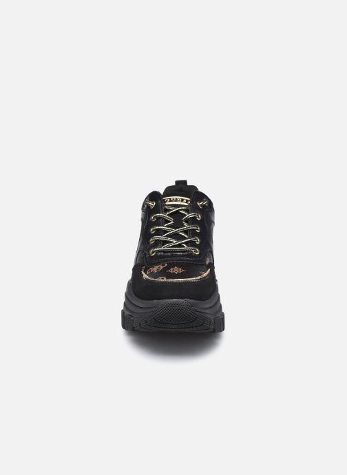 Sneakers Guess FL8BRY FAL12 Nero modello indossato