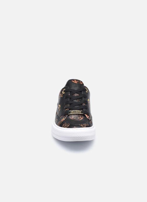 Sneakers Guess FL8LUS FAL12 Nero modello indossato