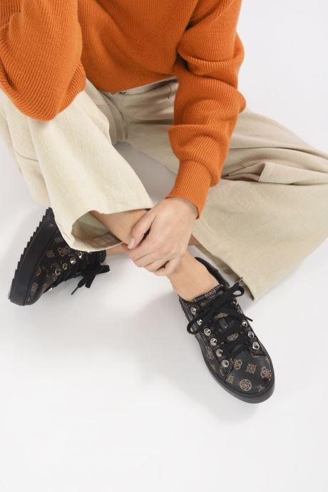 Sneaker Guess FL8FAI FAL12 schwarz ansicht von unten / tasche getragen