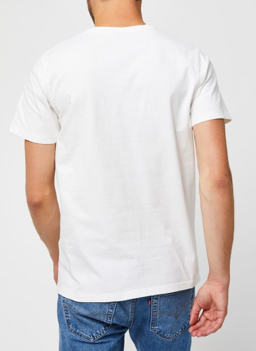 Vêtements Selected Homme Slhnicki Emb Ss O-Neck Tee W Blanc vue portées chaussures