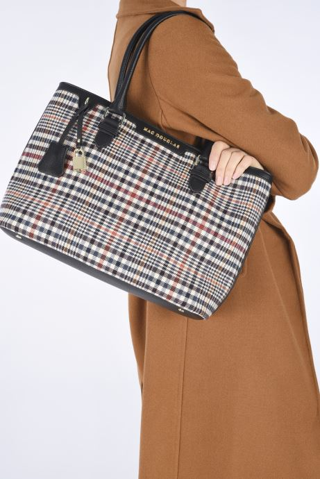 Handtaschen Mac Douglas Lauren M Fantasia schwarz ansicht von unten / tasche getragen