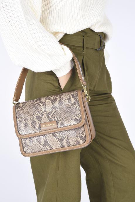 Handtaschen Mac Douglas Nangy S Paloma beige ansicht von unten / tasche getragen