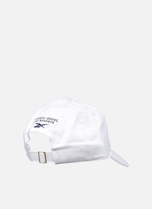 Cappellino Reebok Cl Hotel Cap Bianco modello indossato