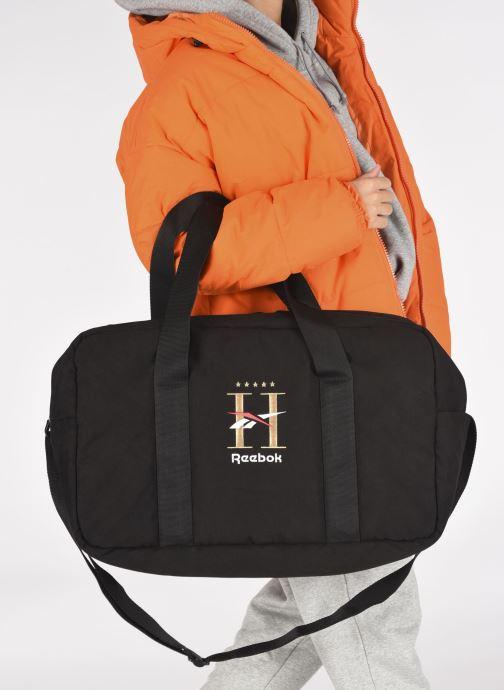 Reisegepäck Reebok Cl Hotel Grip schwarz ansicht von unten / tasche getragen