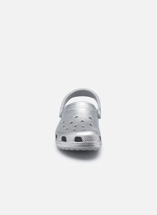 Mules et sabots Crocs Classic Glitter Clog W Gris vue portées chaussures