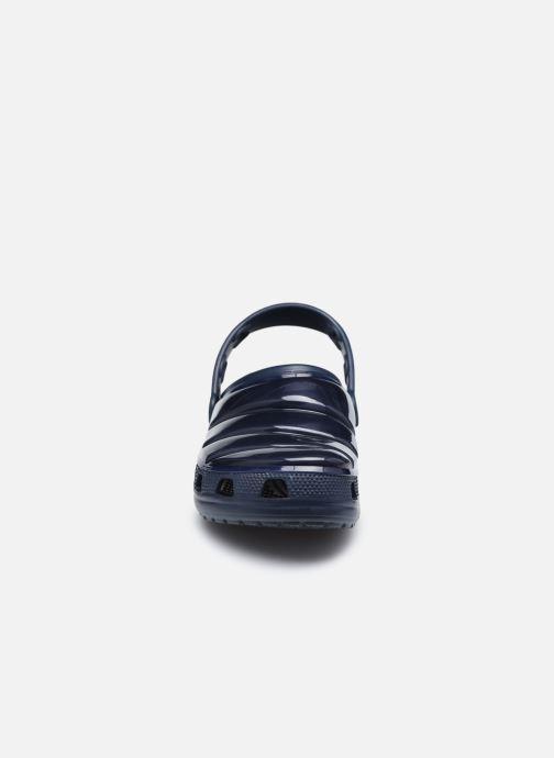 Mules et sabots Crocs Classic Neo Puff Clog W Bleu vue portées chaussures