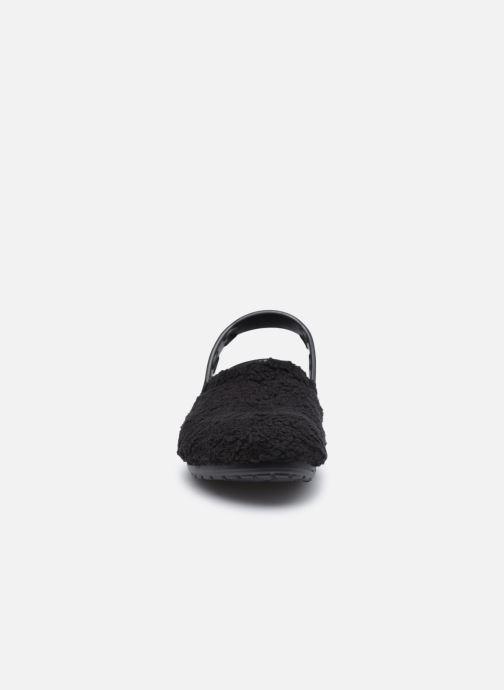 Mules et sabots Crocs Classic Fuzz Mania Clog W Noir vue portées chaussures