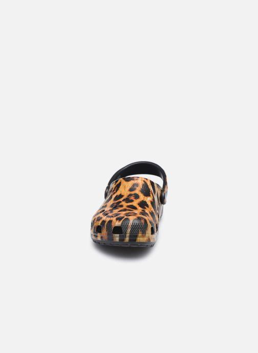 Mules et sabots Crocs Classic Animal Print Clog W Marron vue portées chaussures