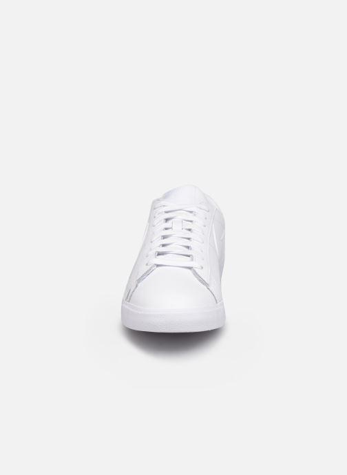 Sneakers Nike Blazer Low Le Bianco modello indossato