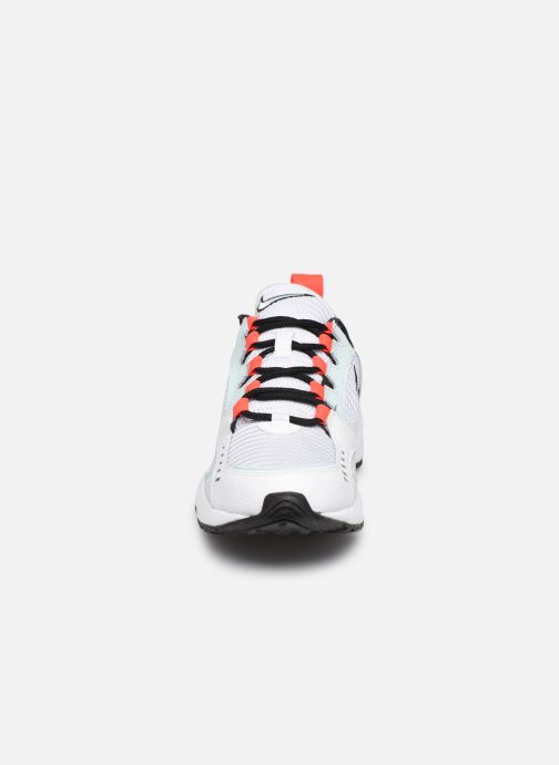 Sneakers Nike Wmns Nike Air Heights Bianco modello indossato