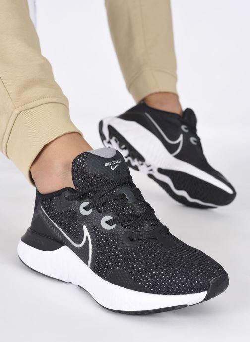 Sportschuhe Nike Wmns Nike Renew Run schwarz ansicht von unten / tasche getragen