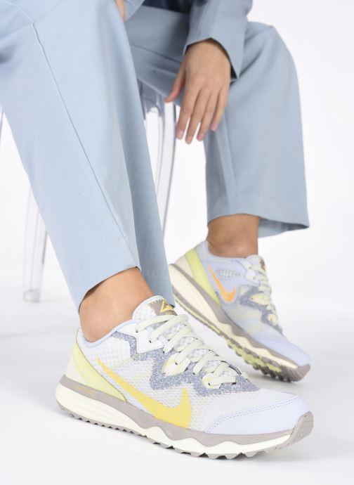 Chaussures de sport Nike Wmns Nike Juniper Trail Gris vue bas / vue portée sac
