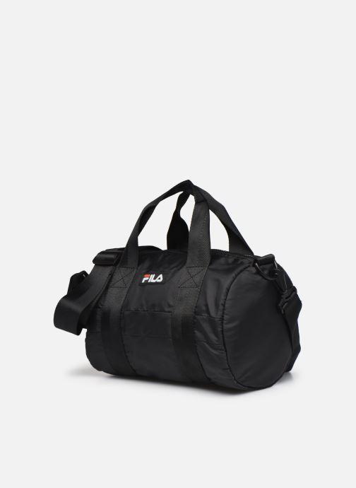 Borsa da palestra FILA Mini Barrel Bag Nero modello indossato