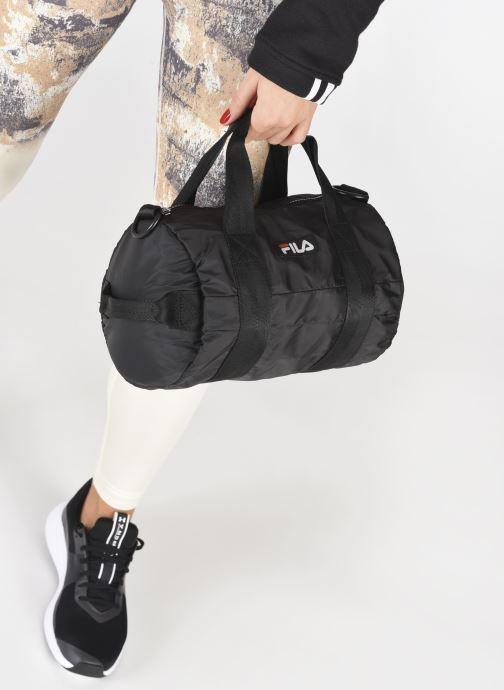 Sporttaschen FILA Mini Barrel Bag schwarz ansicht von unten / tasche getragen