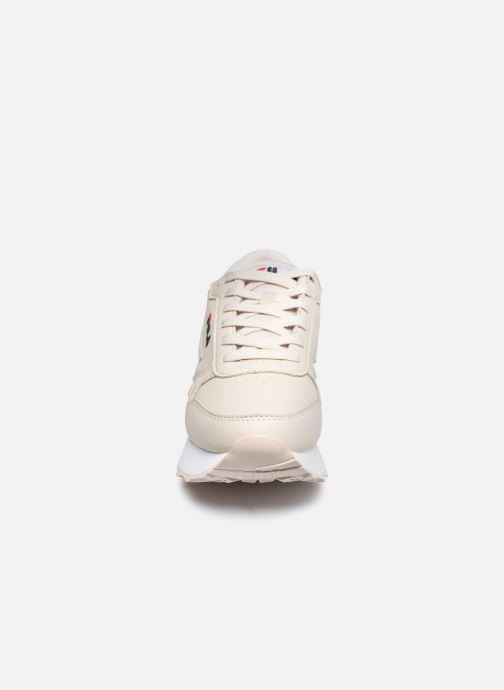 Sneakers FILA Orbit Zeppa L W Beige modello indossato