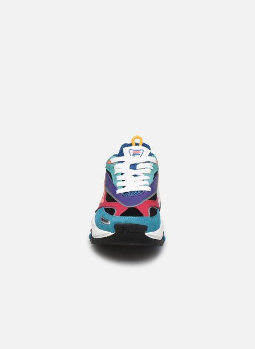 Baskets FILA V94M Rush W Bleu vue portées chaussures