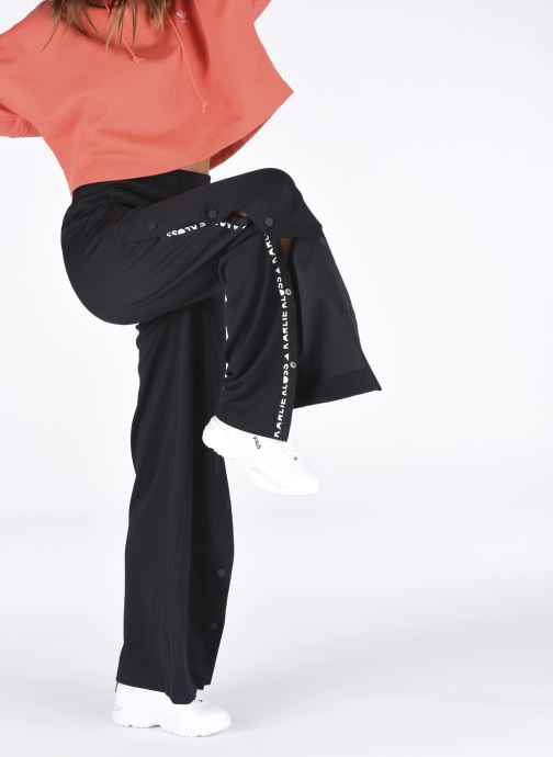 Sneaker FILA Melody W weiß ansicht von unten / tasche getragen