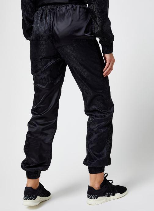Vêtements FILA Tamara Woven Pants High Waist Noir vue portées chaussures