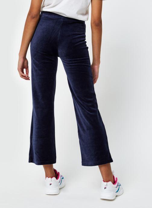 Vêtements FILA Bian Cropped Velvet Pant Bleu vue portées chaussures