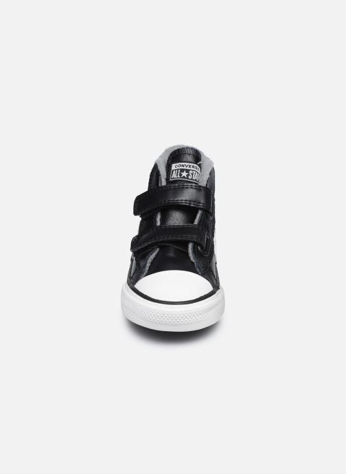 Baskets Converse Star Player 2V Varsity Turf Mid Noir vue portées chaussures