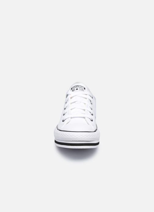 Baskets Converse Chuck Taylor All Star Platform EVA Leather Ox Blanc vue portées chaussures