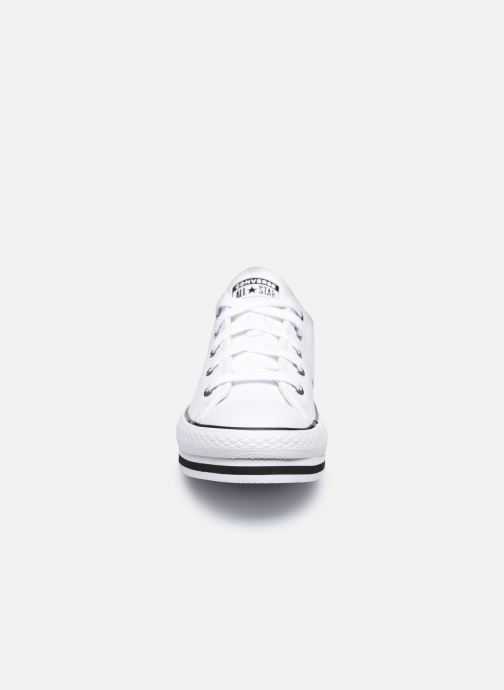 Sneakers Converse Chuck Taylor All Star Platform EVA Leather Ox Bianco modello indossato