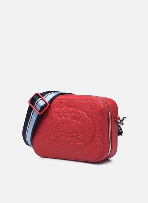 Sacs à main Lacoste Croco Crew Seasonal Crossover Bag Rouge vue portées chaussures