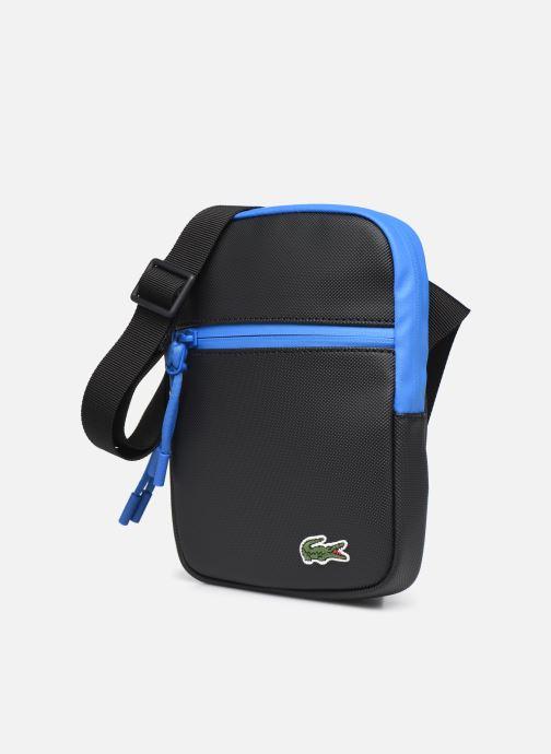 Borse uomo Lacoste Lcst S Flat Crossover Bag Azzurro modello indossato