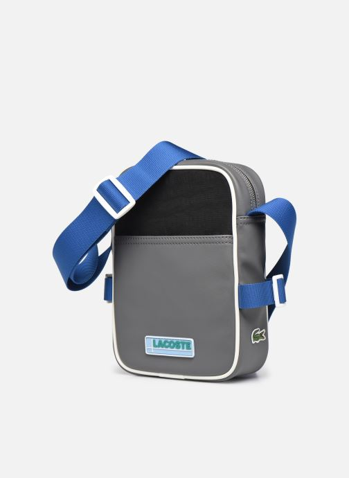 Borse uomo Lacoste Lcst Camera Bag Nero modello indossato
