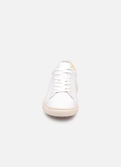 Sneakers Clae Bradley California W Bianco modello indossato