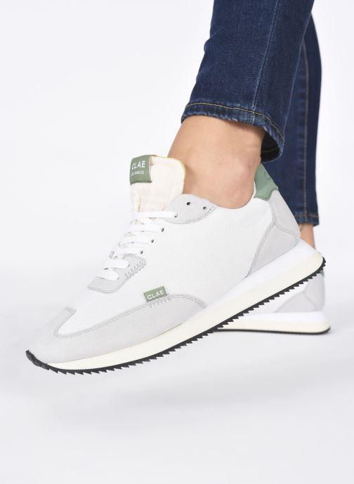 Sneaker Clae Runyon W grau ansicht von unten / tasche getragen