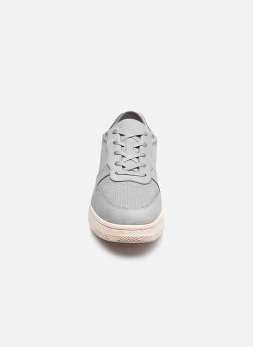 Sneakers Clae Malone M Grigio modello indossato