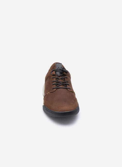 Sneakers TBS Barents Marrone modello indossato