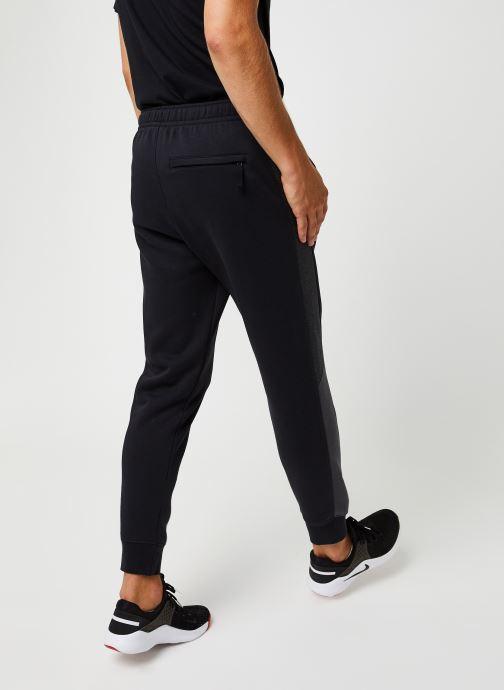 Vêtements Nike M Nsw Jggr Bb Cb Noir vue portées chaussures