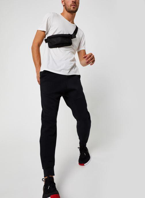 Vêtements Nike M Nsw Tch Flc Jggr Gris vue bas / vue portée sac