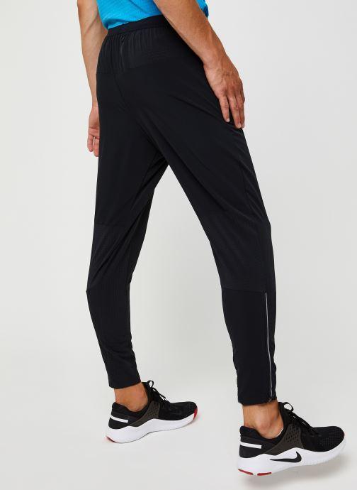 Vêtements Nike M Nk Df Phenom Elite Wvn Pant Noir vue portées chaussures