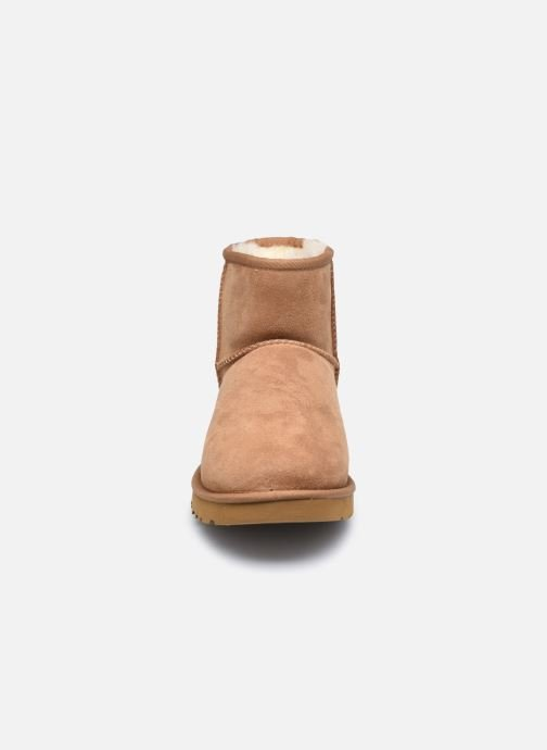 Botas UGG Classic Mini Men Marrón vista del modelo