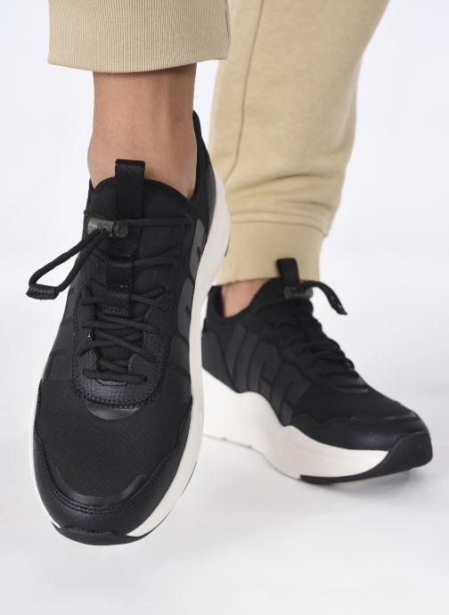 Sneaker UGG LA Daze schwarz ansicht von unten / tasche getragen