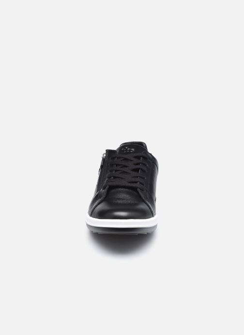 Sneakers TBS Made in France Enrigue Nero modello indossato