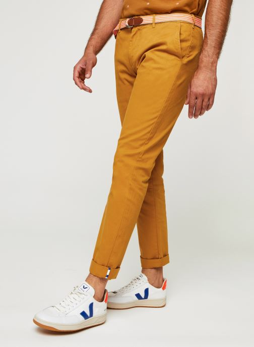 Vêtements Scotch & Soda Stuart Peached Twill Chino With Give Away Belt Jaune vue détail/paire