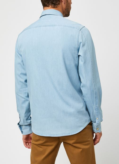 Vêtements Scotch & Soda Ams Blauw 1 Pocket Organic Denim Shirt With Patterned Pochet Bleu vue portées chaussures