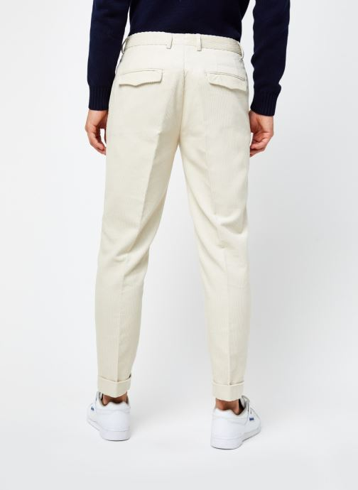 Vêtements Scotch & Soda Blake - Pleated Corduroy Pant With Fixed Turn-Up Beige vue portées chaussures