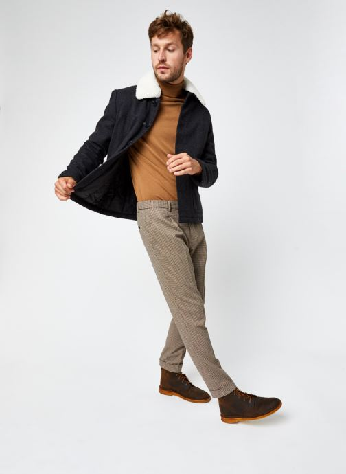 Vêtements Scotch & Soda Blake- Classic Structured Yarn-Dyed Pleated Chino Marron vue bas / vue portée sac