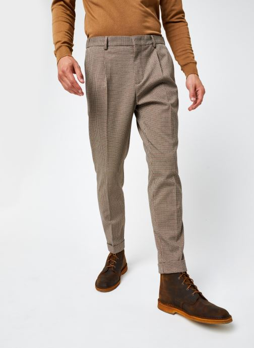Vêtements Scotch & Soda Blake- Classic Structured Yarn-Dyed Pleated Chino Marron vue détail/paire