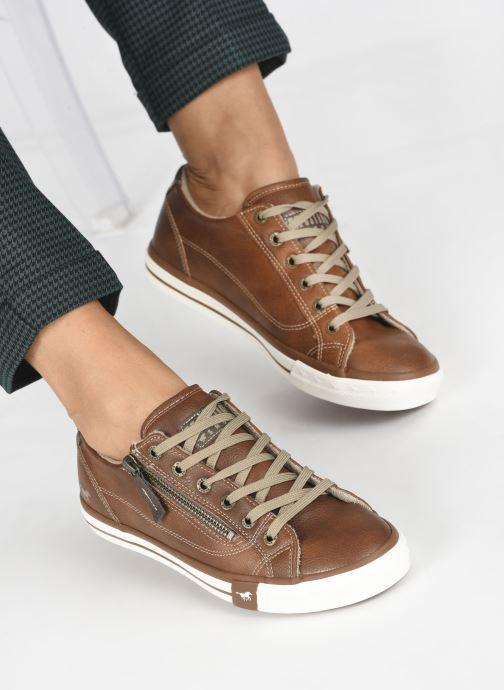 Baskets Mustang shoes Aplux Marron vue bas / vue portée sac
