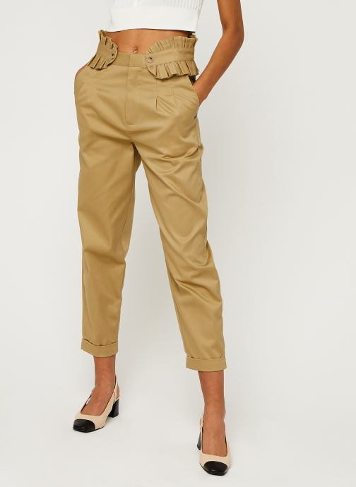 Clean twill chino with detachable pleated belt