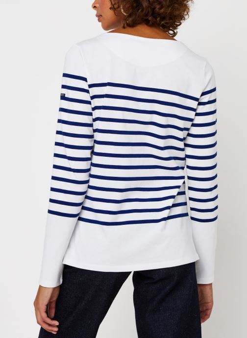 Vêtements Scotch & Soda Classic engineered breton tee Blanc vue portées chaussures