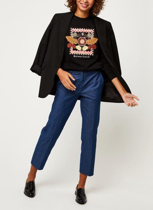 Vêtements Scotch & Soda Crewneck sweat with embroidered artwork Noir vue bas / vue portée sac