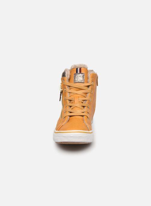 Baskets Mustang shoes Klay Jaune vue portées chaussures