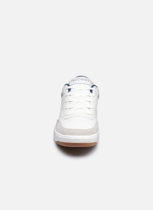 Sneaker Skechers DOWNTOWN KLASSIC KOURTS W weiß schuhe getragen